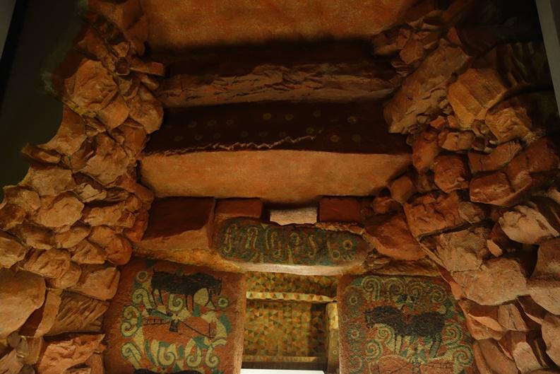 王塚装飾古墳館の石室レプリカ