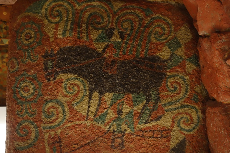 王塚古墳の石室 馬と蕨手文と双脚輪状文