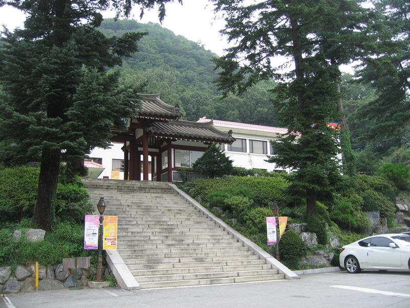 春川世宗ホテルは街を見渡せる高台(韓国・江原道)