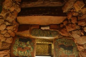王塚装飾古墳館の実物大石室