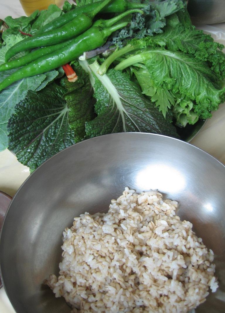 瑞山三尊摩崖仏のあと麦ごはんと野菜