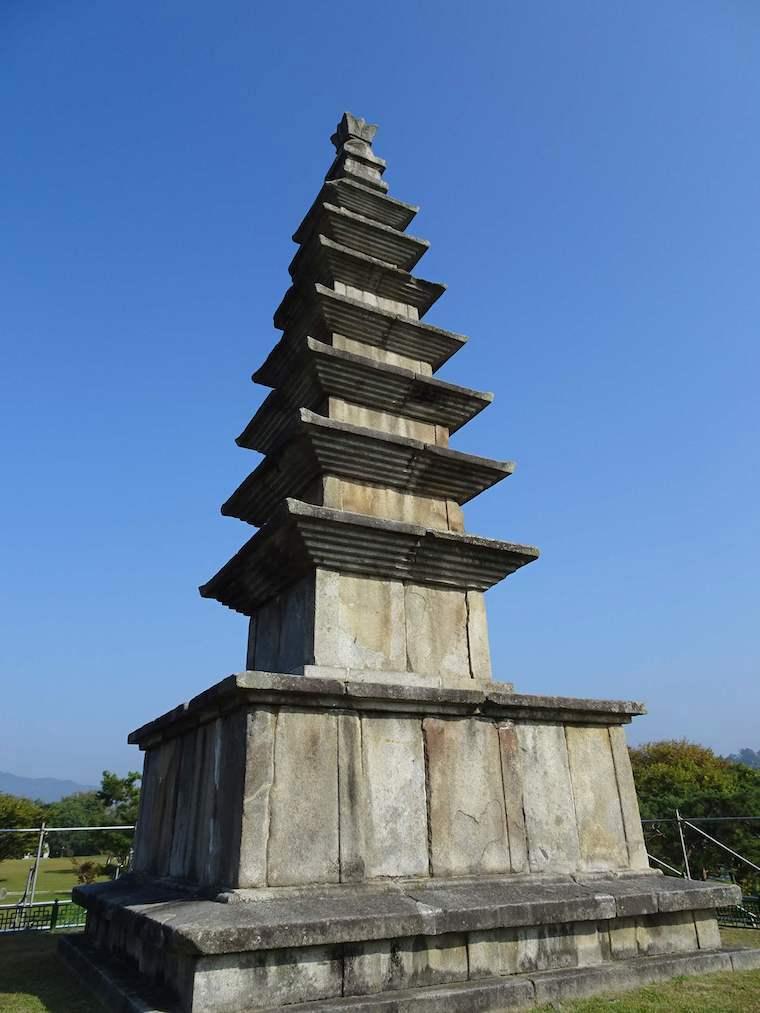 忠州七層石塔(中央塔)