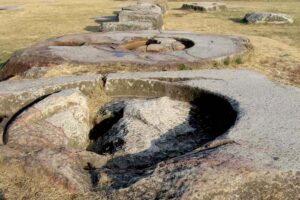 皇龍寺跡に残る巨大な礎石。韓国慶州にて