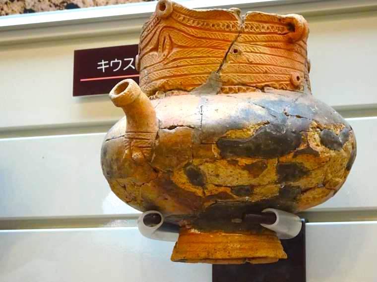 注口土器が美しい。北海道立埋蔵文化財センターの展示