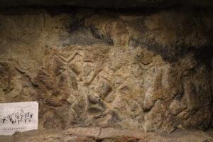 小樽手宮洞窟のペトログリフ。博物館の実寸レプリカ