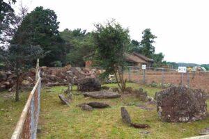 原山支石墓群2群は囲いのような石組み