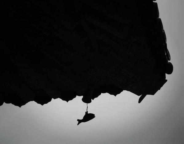 釜山の梵魚寺(ポモサ)、屋根から下がる魚