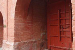 洛陽の白馬寺の門。当時の赤い色のまま