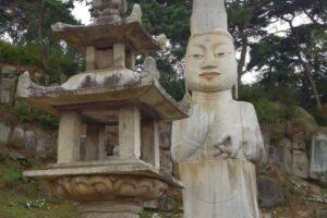 灌燭寺 石造弥勒菩薩立像