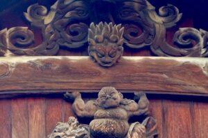 黒田家菩提寺の崇福寺から移築した仏殿外観。梁のシガミと梁を持ち上げる彫刻