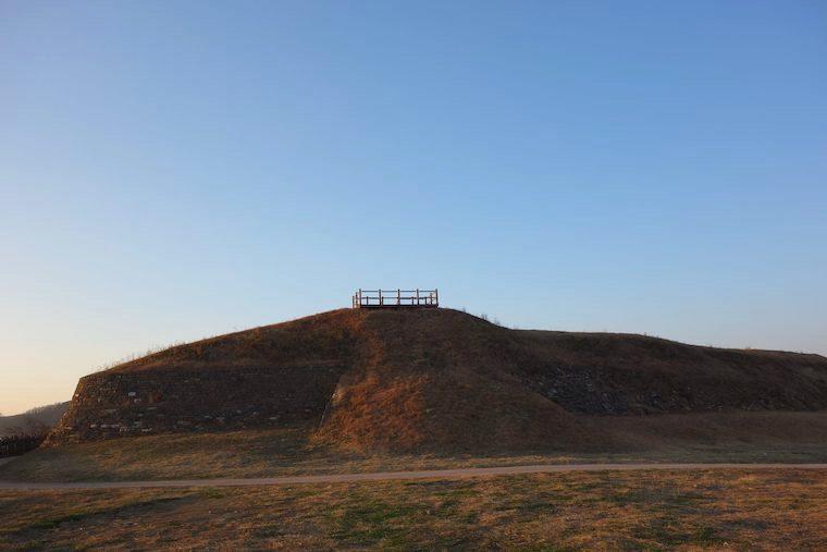 瓠蘆古塁(ほろこるい)。韓国の古代三国時代の高句麗の要塞。夕陽で赤く染まり美しい