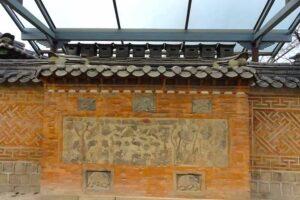 景福宮のオンドル煙突は華やかな装飾。神獣ブルサガリ