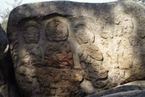 慶州の南山の磨崖三尊像