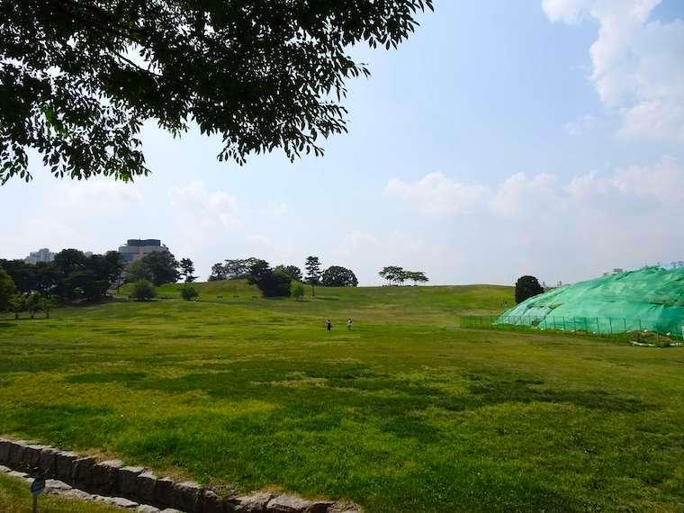 夢村土城は市民の公園の中にありながら発掘が今も続く