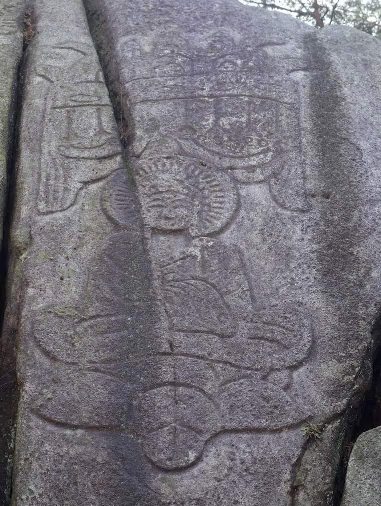 慶州の南山の磨崖如来坐像