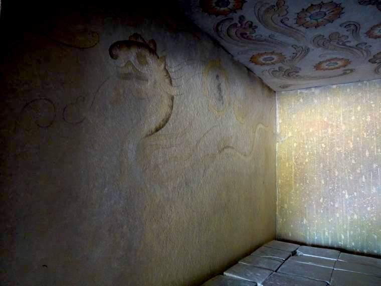 陵山里古墳群の装飾が復元展示されている。四神や星座