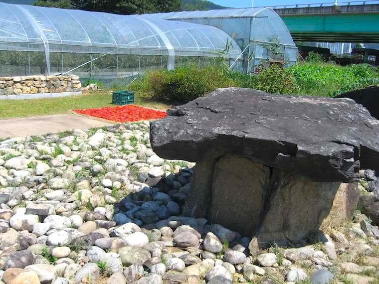韓国江原道の泉田里支石墓