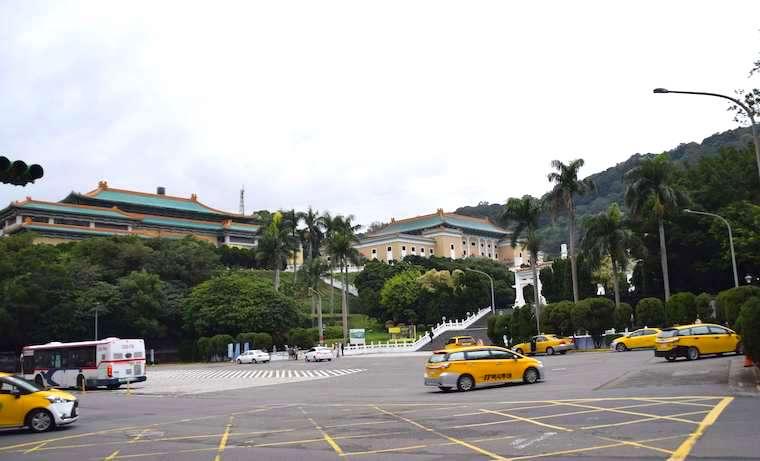原住民博物館の向かいは台北故宮博物館